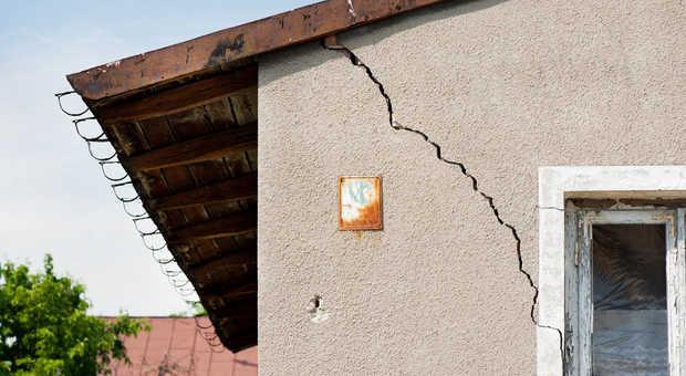 Relativ Risse im Mauerwerk, Putz oder in der Wand? Das können Sie tun! QD25